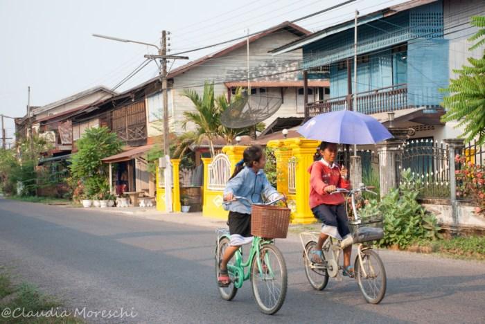 Per le strade di Champasak