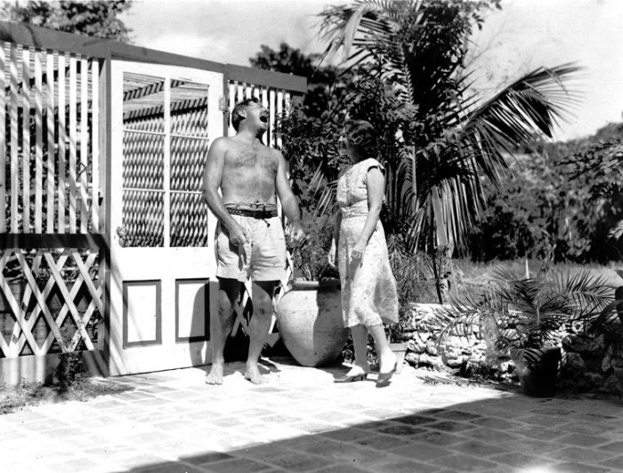 Hemingway e la moglie nella loro casa a Key_West
