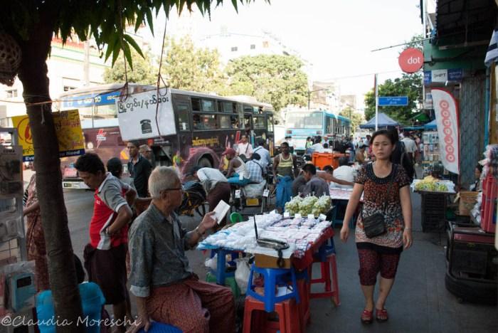 Per le strade di Yangon