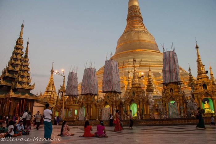 La Shwedagon Paya al tramonto