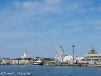 Skyline di Helsinki dal porto