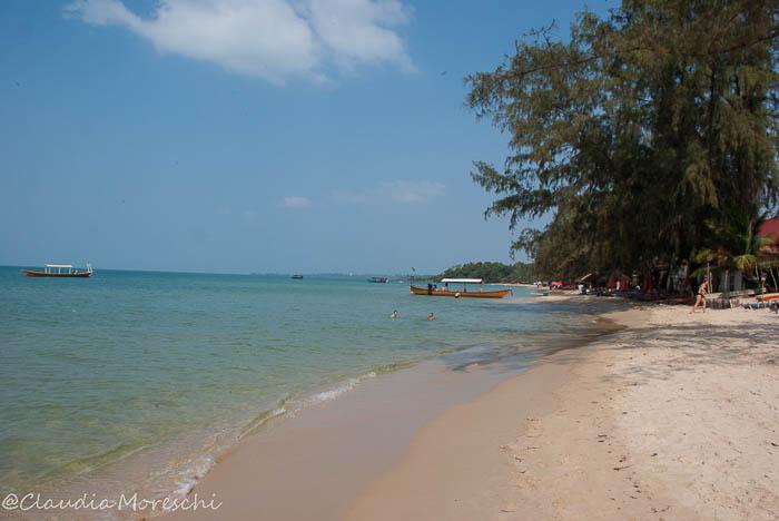 In spiaggia a Otres Beach, in Cambogia
