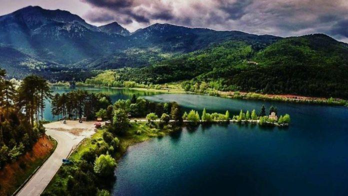 Λίμνη Δόξα Φενεός μονοήμερη από Αθήνα πανοραμική