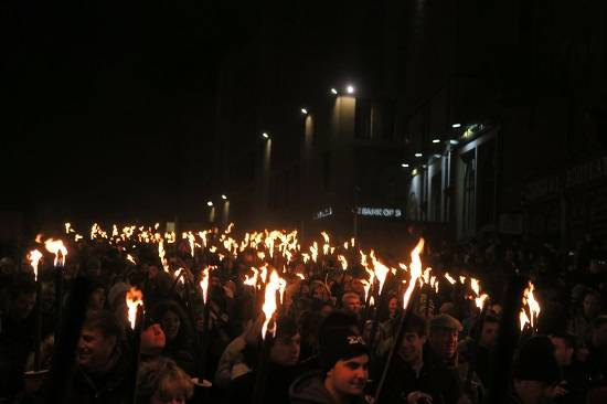 edinburgh blogmanay torchlight procession.