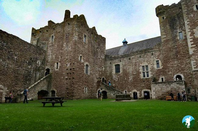 castle leoch filming location