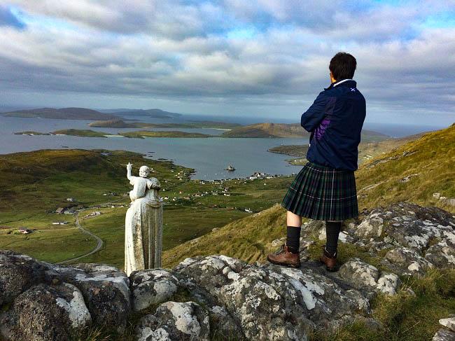 scotland travel bloggers kilt