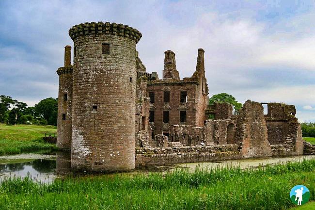 caerlaverock scottish castles visit