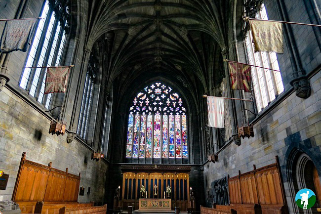 reasons to visit paisley stained glass abbey