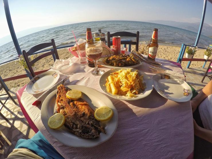 Dinner am Strand in Albanien