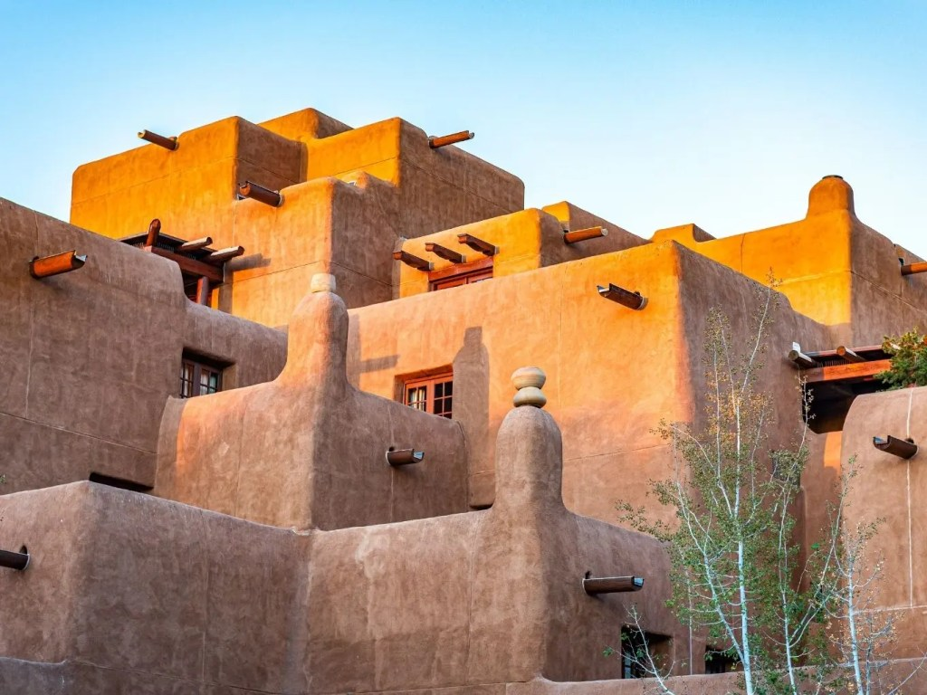 Lodging & Dining Near Petroglyph National Monument