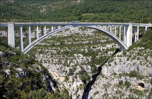 artuby bridge bungee jumping