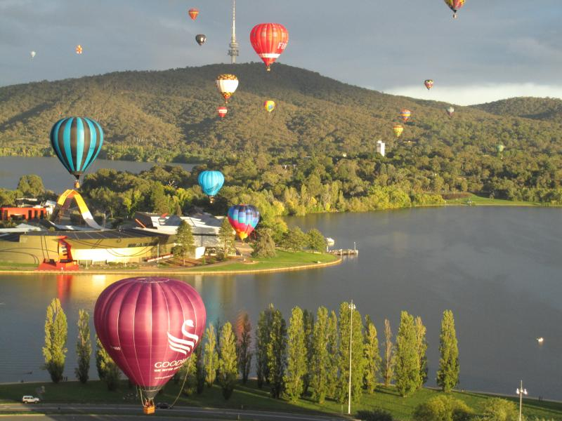 Explore Canberra Through Hot Air Ballooning