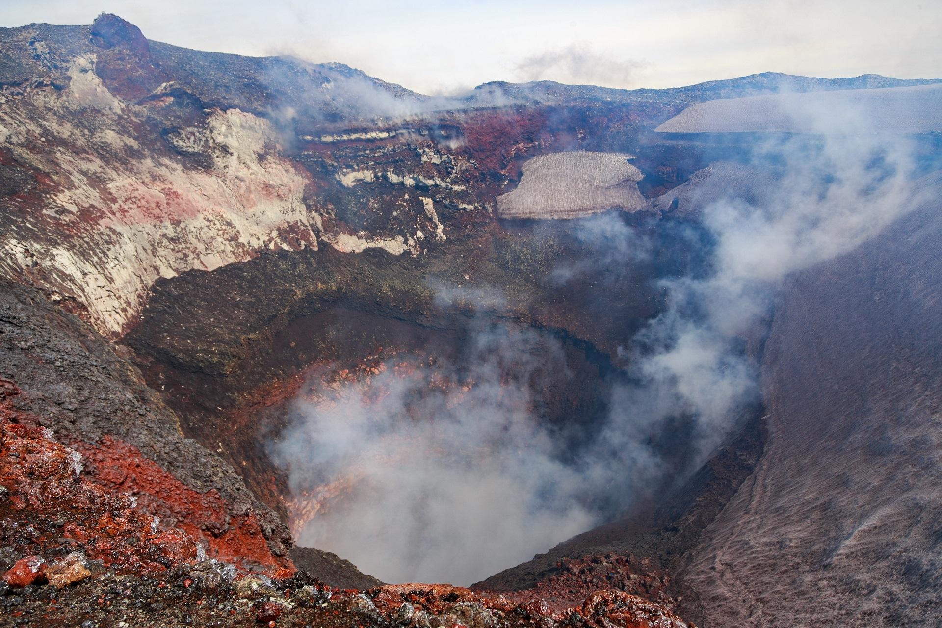 villarrica volcano crater