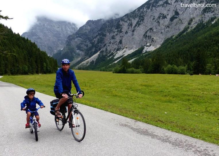 Cycling between Gramai and Pertisau.