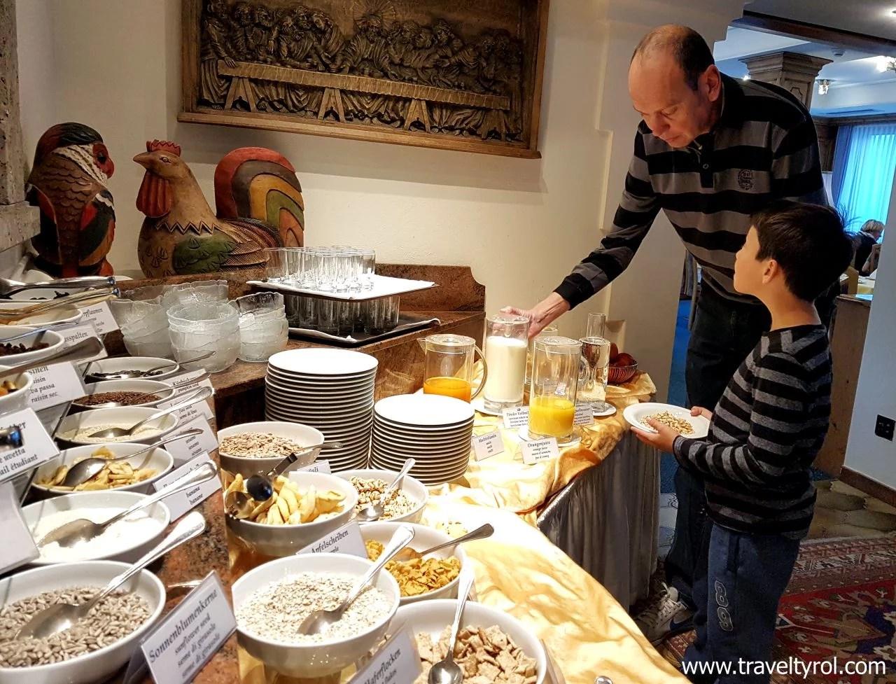 Hotel Serles breakfast room