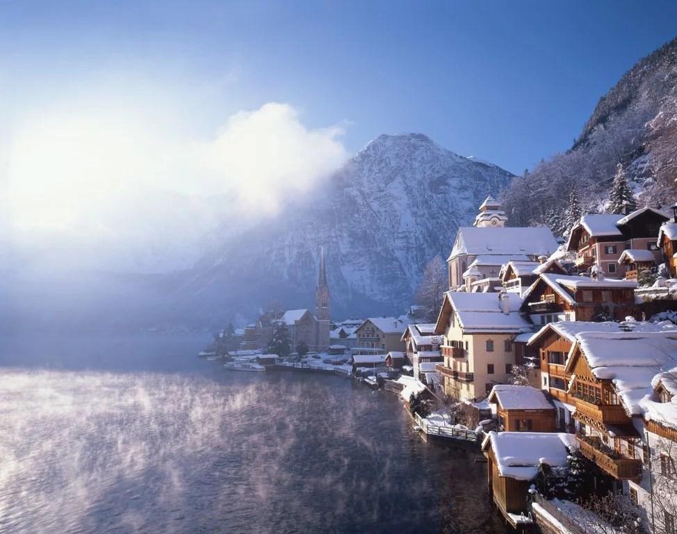 Hallstatt in winter during Christmas in Austria. © Oesterreich Werbung Popp Hackner