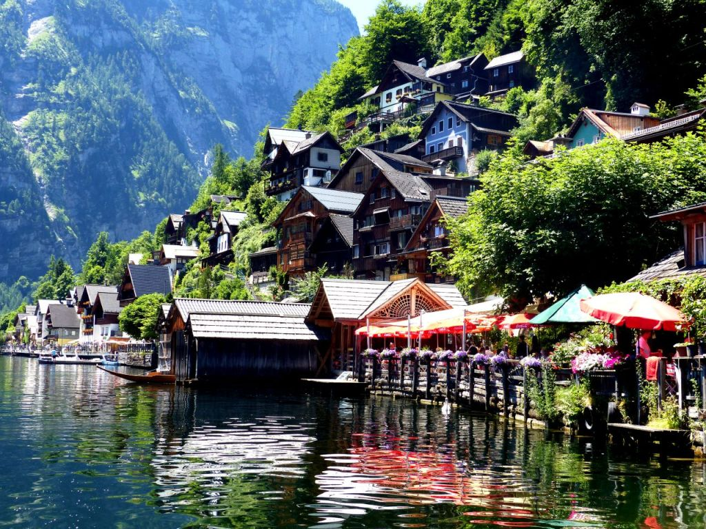 Hallstatt waterfront © Linda de Beer / Travel Tyrol
