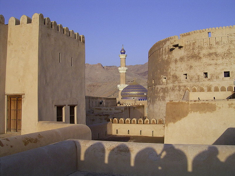 800px-Nizwa_Fort_Mosque