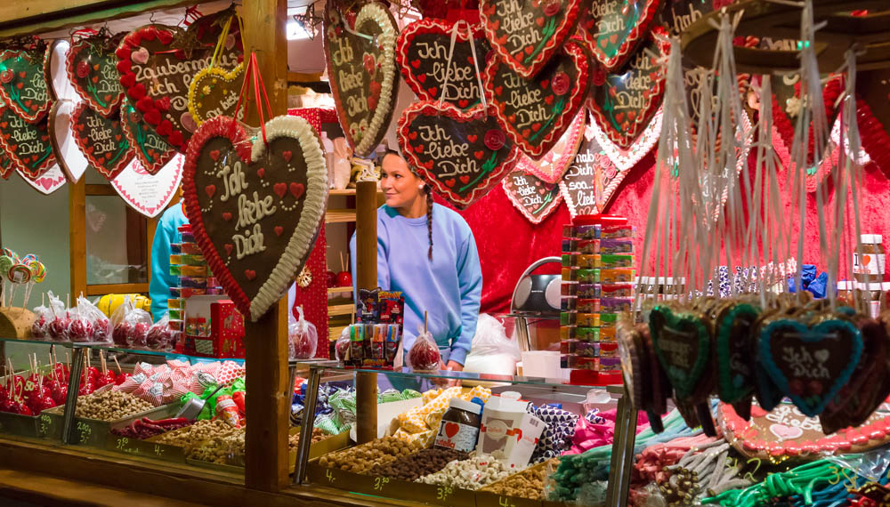 Traditional sweets are very popular at Christmas markets © www.depositphotos.com/S_Kohl