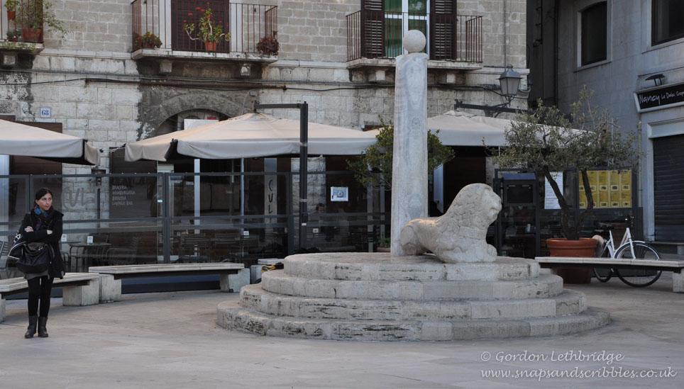 Bari 007 - Piazza Mercantile
