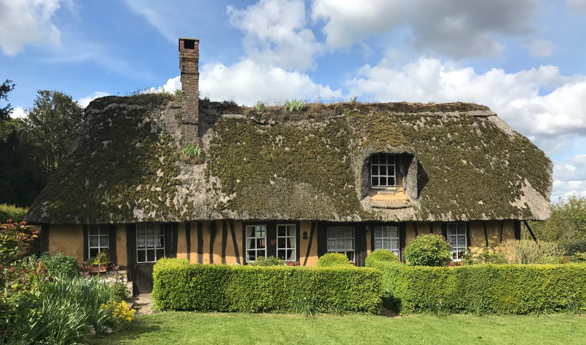 thatched cottage 001
