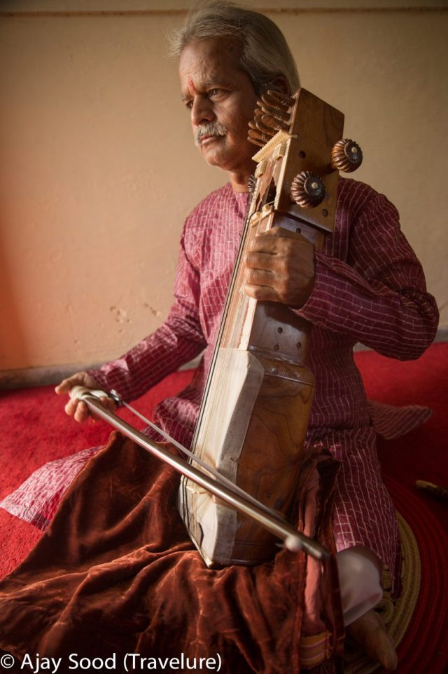 Seventh generation Sarangi player from Benares Gharana - Santosh Mishra