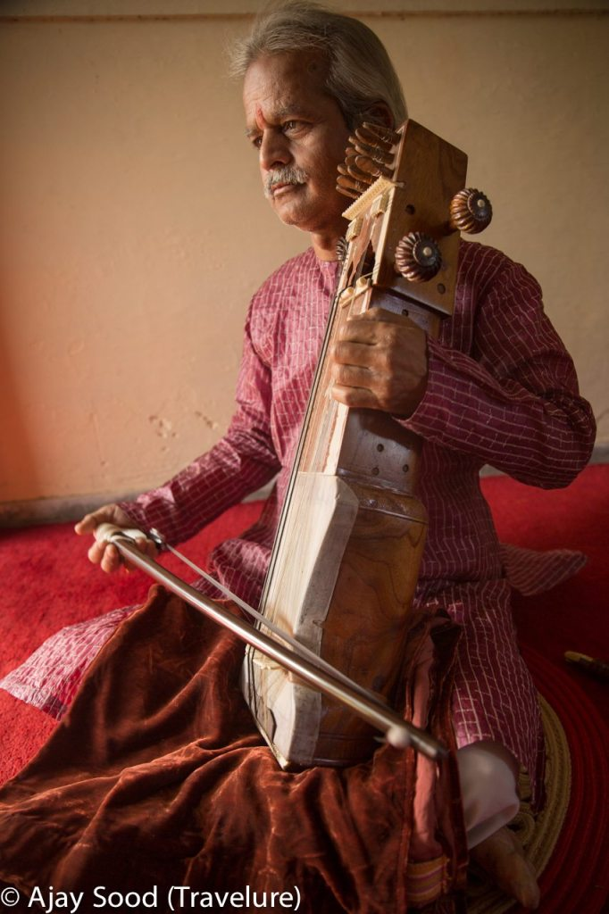Seventh generation Sarangi player from Benares Gharana - Santosh Mishra