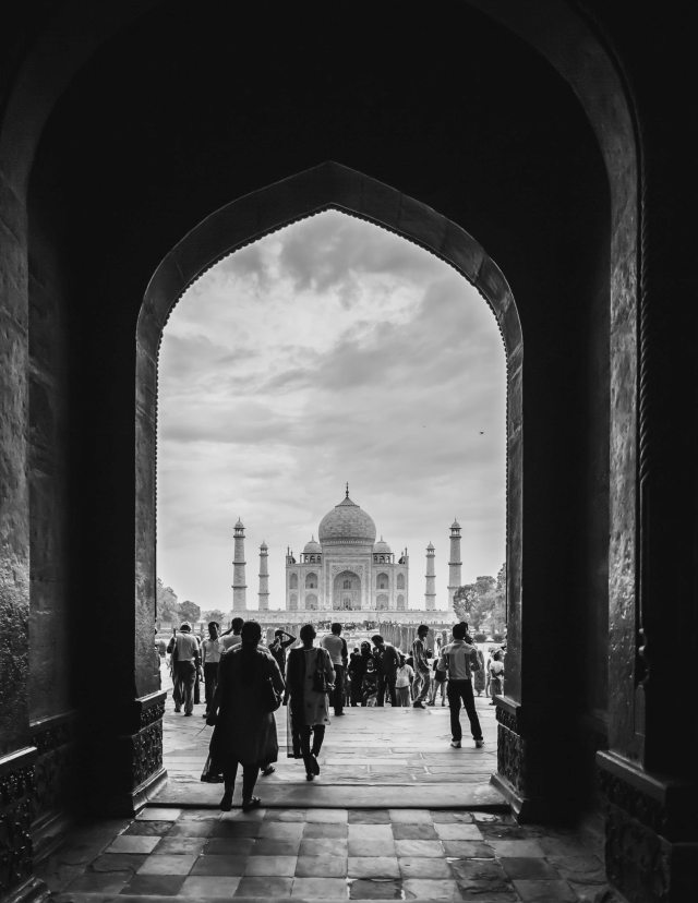 first-glimpse-taj-mahal-agra