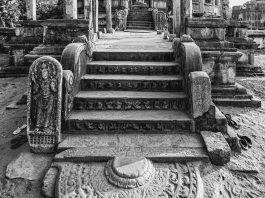 POLONNARUWA - HOUSE OF A HOLY RELIC, SRI LANKA - TRAVELURE ©