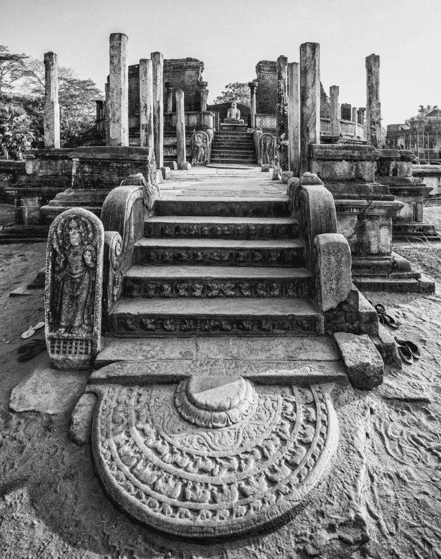 POLONNARUWA - HOUSE OF A HOLY RELIC, SRI LANKA - TRAVELURE ©