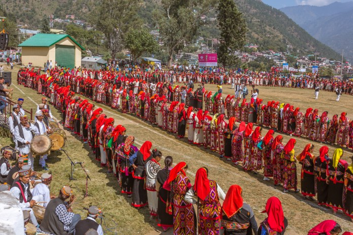 Naati dance at Kullu Dussehra - Gods' Own Get-Together