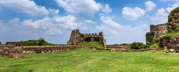 The Incredible Story of Tughlaqabad Fort, Delhi - Travelure ©
