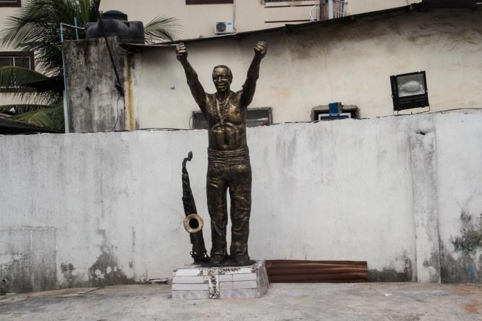 fela annikulapo statue