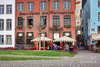 Travel Destinations Photography: Sidewalk cafe in Cologne, Germany