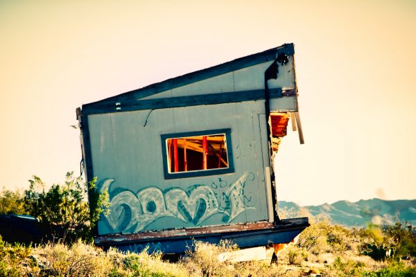 Junky abandoned house in Dolan Springs