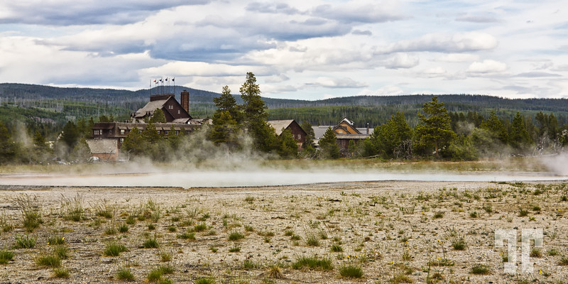 Old Faithful Inn hotel in Yellowstone National Park