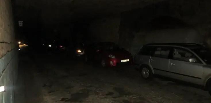Mașini personale în interiorul cramei Milestii Mici, crame din Moldova