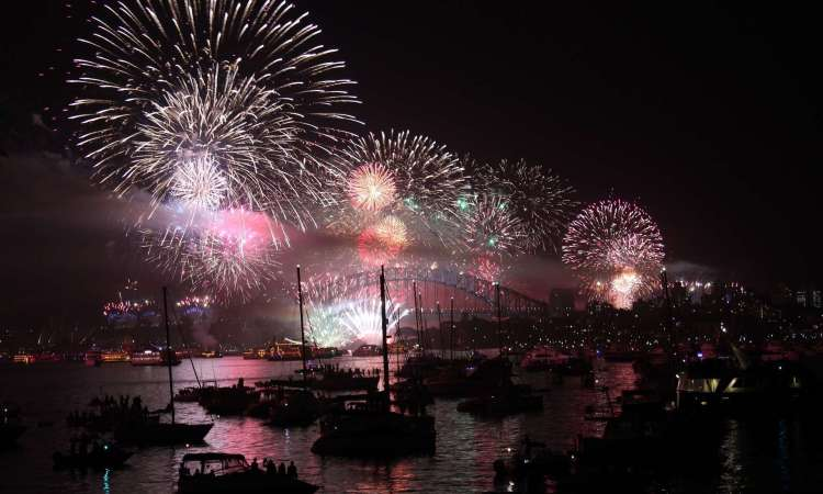 Celebrate in style and find the best deals for this New Year's Eve cruises in Sydney Harbour #sydneynye #sydney #nye #cruise #deals
