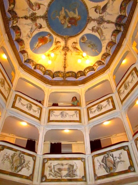 theatre_concordia_smallest_theatre_in_the_world_stanito_5b