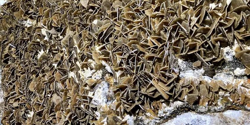 cristalli di barite nella grotta di santa barbara