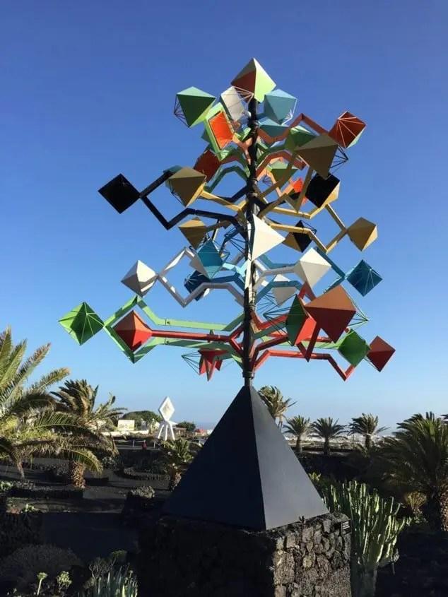 lanzarote scultura vento multicolore