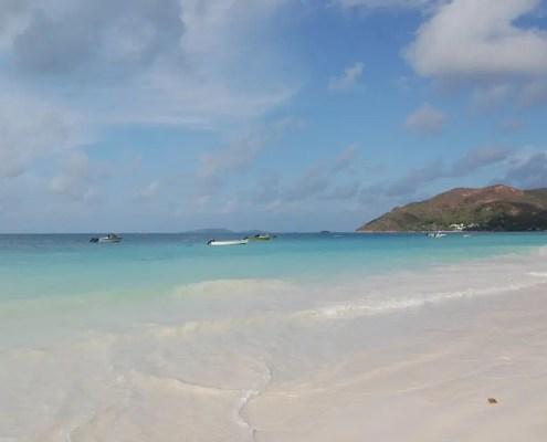 mare blu delle Seychelles