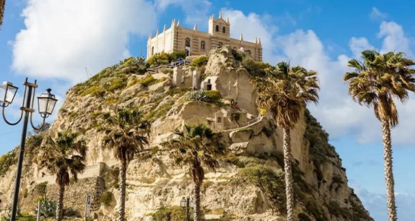 Santuario della madonna dell'Isola a Tropea