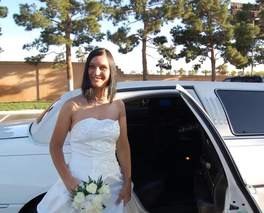claudia davanti alla limousine a las vegas