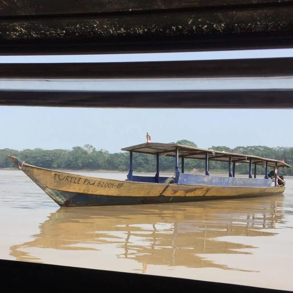 sulla barca in amazzonia