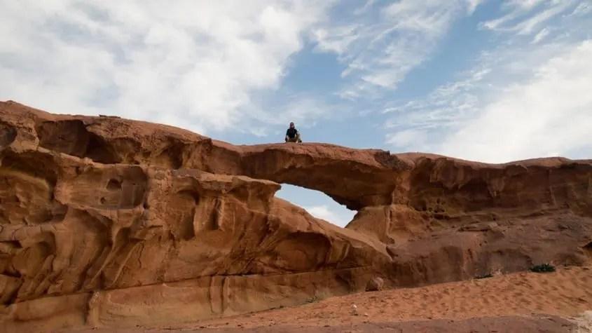 Wadi Rum Claudia sopra l'arco