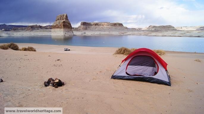 Lone Rock - American Road Trip
