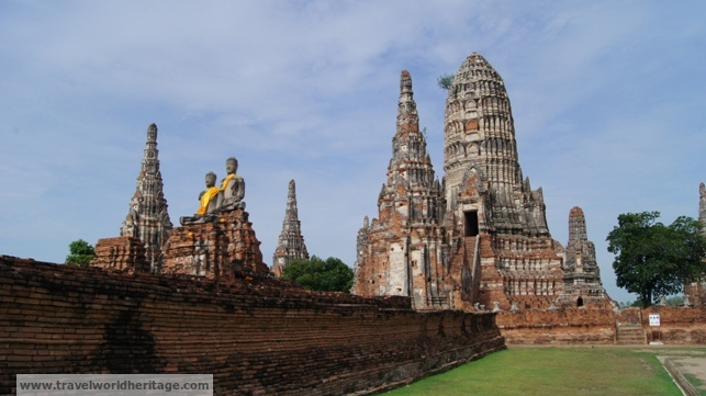 Most temples in Ayutthaya are free for Thais, 50 baht each for foreigners.