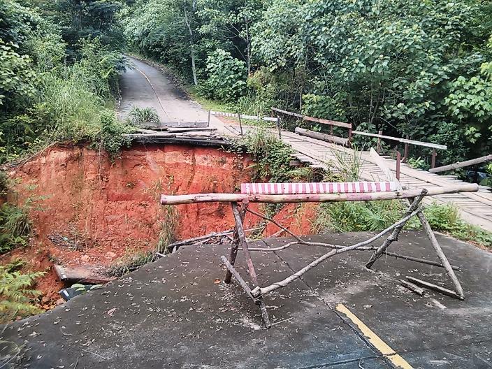 Broken Road Koh Chang