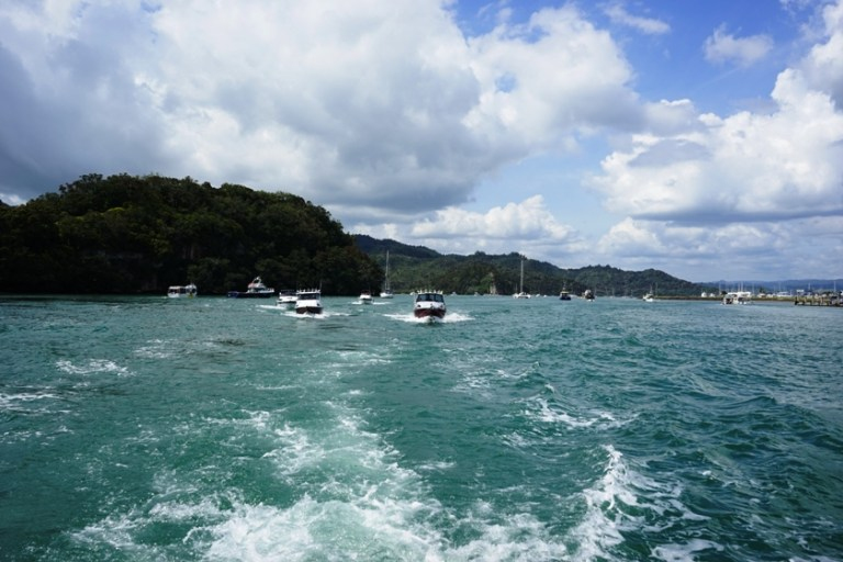 Boat to Cathedral Cove